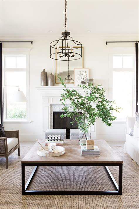 Instead, it should have as much style and presence as any of your home's decor. 29 Tips for a perfect coffee table styling - BelivinDesign