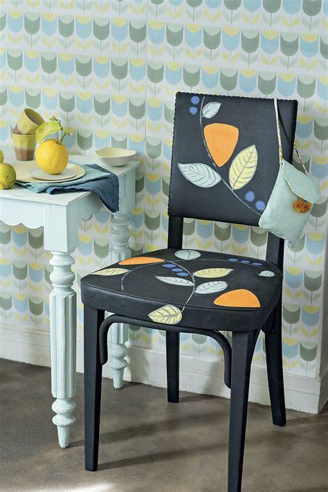 customiser une chaise customiser une chaise avec des motifs végétaux
