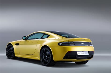 Aston Martin V12 Vantage S Photo Gallery
