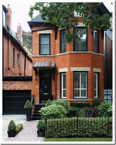 nice clean simple townhouse front landscaping