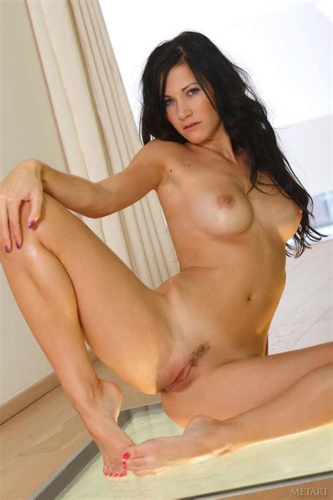Nude And Horny Brunette Lauren Crist Erotiq Links