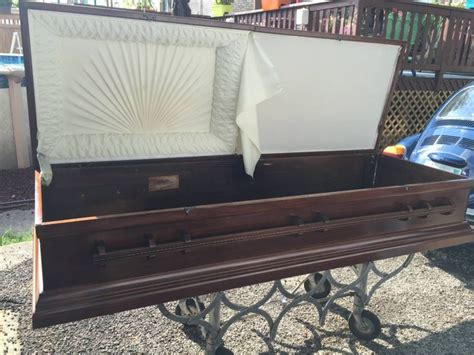 display model casket  sale great deal  illinois
