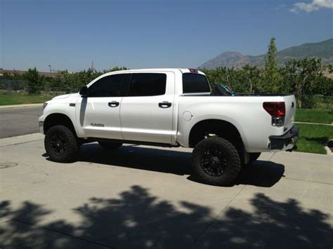 find   toyota tundra  crew max  lifted