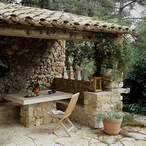 Sitzecke aus naturstein roomidocom for Französischer balkon mit stein tischplatte garten