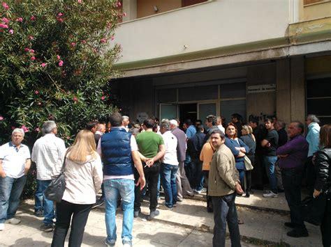 Ufficio Di Collocamento Messina by Ex Pip Dopo Le Proteste In Coda Al Centro Per L Impiego