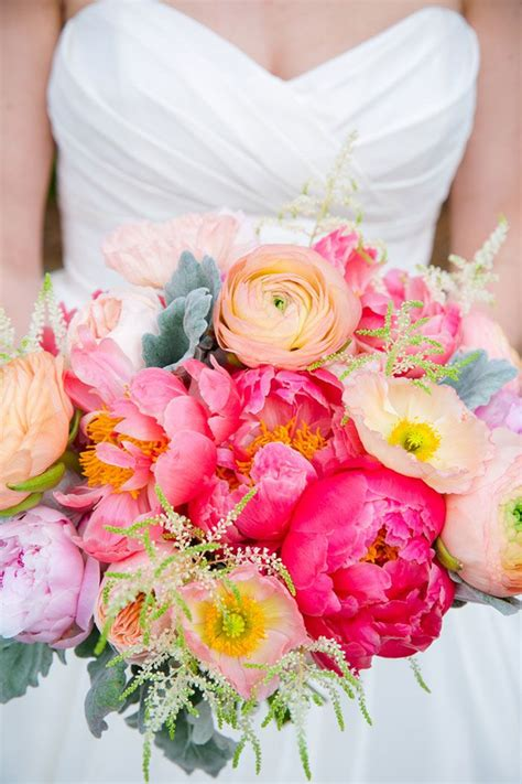 wedding flower colors  match  personality wedding