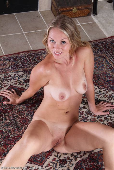 During Yoga Spreads Lara Elaine Gets Nude And Spreads Twat
