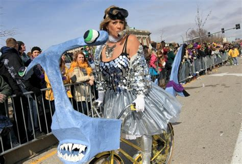 Here's Your Guide To Surviving Soulard Mardi Gras