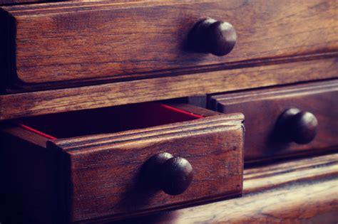 Come Eliminare I Tarli Da Un Mobile come eliminare i tarli dal mobile in legno fai da te mania