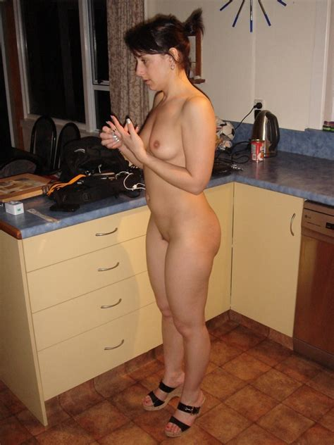Naked in the kitchen. Seems right. Porn Photo - EPORNER
