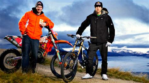ENDURO vs MTB Downhill    David Knight vs Gee Atherton ...