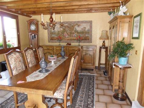 louer sa chambre comment rendre moderne des meubles rustiques en chêne