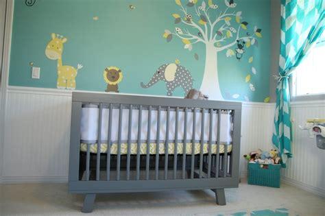 chambre bébé et gris 7 inspirations de chambres de bébé pétillantes en jaune et