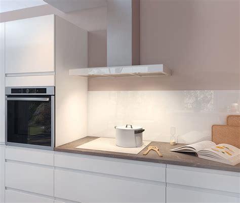 cuisine moderne blanche au design sans poignée ambiance