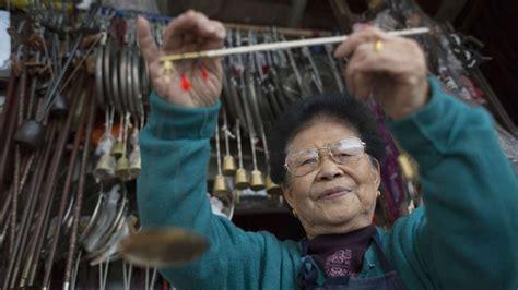 hong kongs shanghai street goldsmiths craftsmen