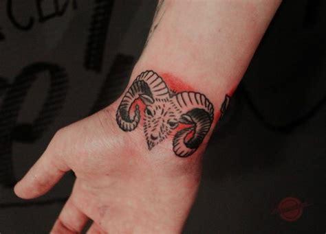 Tattoo Am Handgelenk  40 Ideen Für Frauen Und Männer