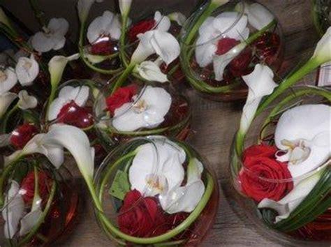 centres de table et blanc dans vase boule bal soins infirmiers mariage