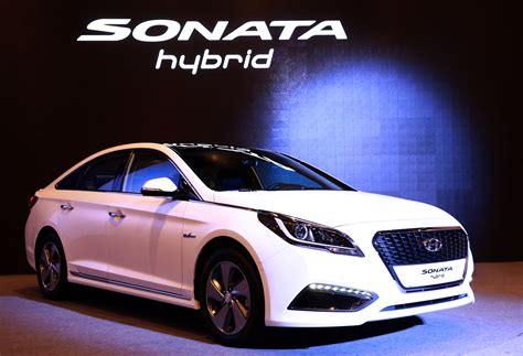 hyundai revealed  sonata hybrid  spec   revealed  detroit  korean car blog