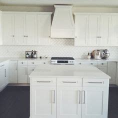 backsplash in kitchens 1000 ideas about white quartz countertops on 1424