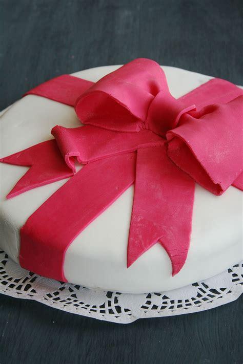 idee deco gateau anniversaire pate  sucre