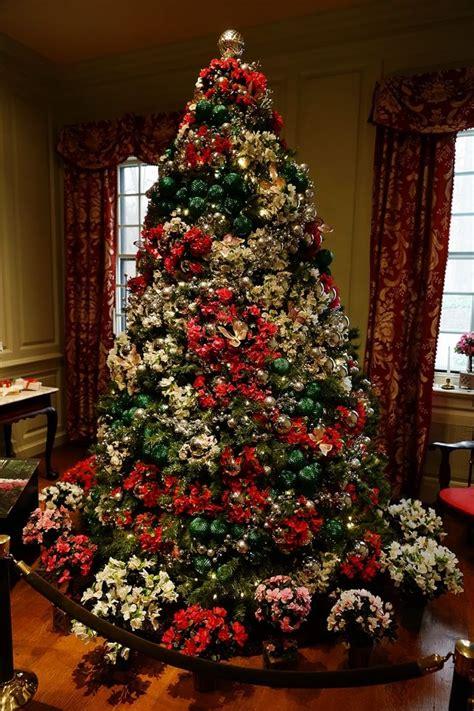 winterthur redbourne stair hall christmas tree