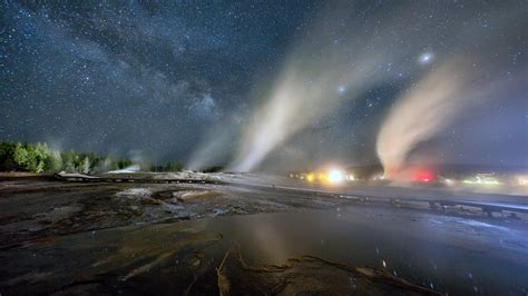 Experience The Glorious Night Sky Over Yellowstone