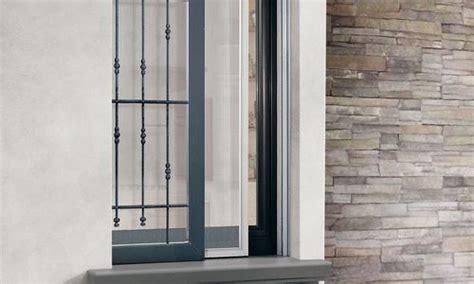 ringhiera per finestra velato es un premarco capaz de alojar una hoja exterior