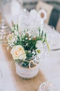 Tisch Deko Hochzeit : tischdeko mit gurkenglas verziert mit jute und spitze f r ~ A.2002-acura-tl-radio.info Haus und Dekorationen