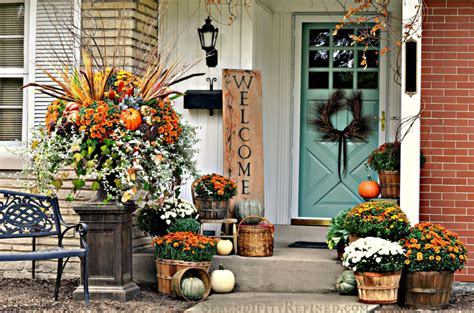 How Decorate Your Yard For Autumn Entertaining