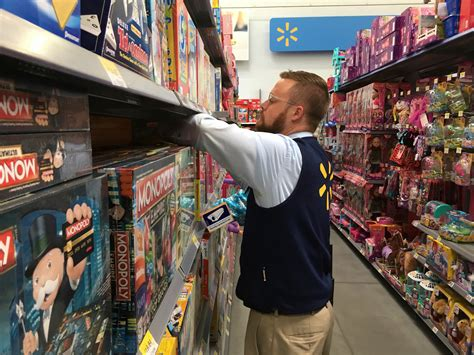 walmart employees share insider facts  shopping