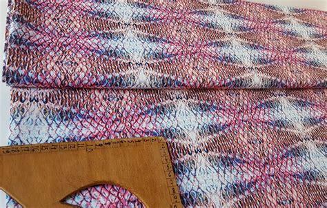 Audums ar krāsainu čūskādas printu - Audumi ar elastānu ...