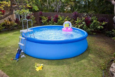 comment entretenir une piscine gonflable comment vider une piscine gonflable mouvement uniforme de la voiture