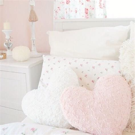 pink bedroom cushions best 25 pastel bedroom ideas on pinterest pastel room 12835 | 73e26a461940caac88893210b84bda03 pretty pillows fluffy pillows