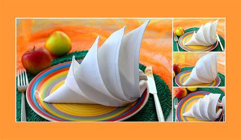 Tisch Eindecken Zu Ostern 6 Einfache Servietten Falttechniken Fuer Ein Froehliches Osteressen by Servietten Falten Anleitung Igel Weiss Hochzeit Geburtstag