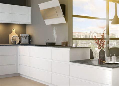 cuisine domactis cuisine moderne blanche au design sans poignée ambiance mobalpa