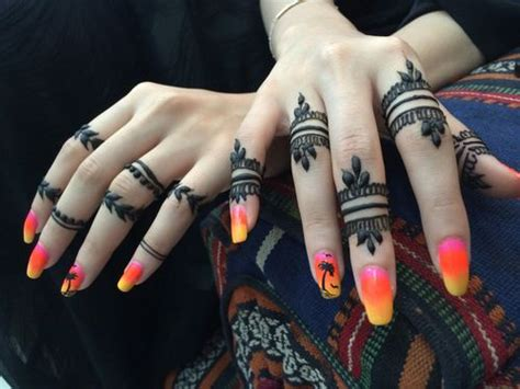 Simple Mehndi Designs For Fingers