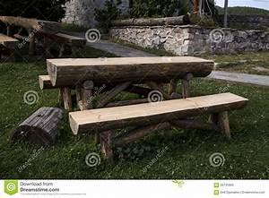 Banc De Jardin Bois : table et banc en bois de jardin photo stock image 56741800 ~ Dode.kayakingforconservation.com Idées de Décoration