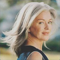 frisuren ab  die juenger machen blond mittellang schraeger