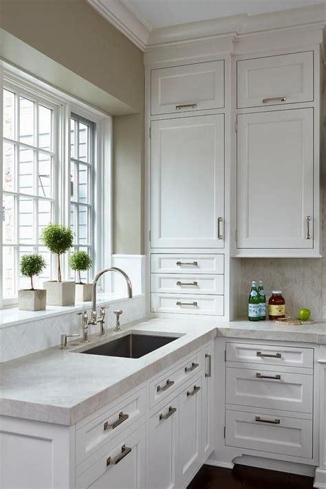 crisp white shaker cabinets    ceiling
