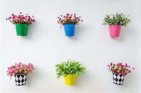 gambar pot bunga botol bekas membuat kerajinan