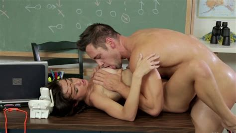 Two People Are Naked With One Another Fucking On The Desk Pornid Xxx