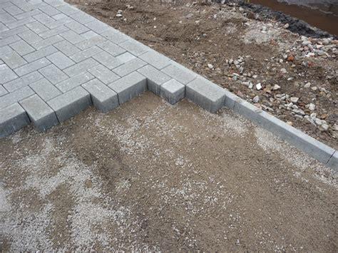 randsteine mit mähkante rasenkante pflastersteine setzen rasenkantensteine setzen rasenkante pflastersteine setzen h