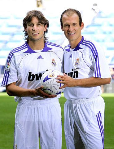 Real Madrid complete Robben, Heinze signings - Taipei Times
