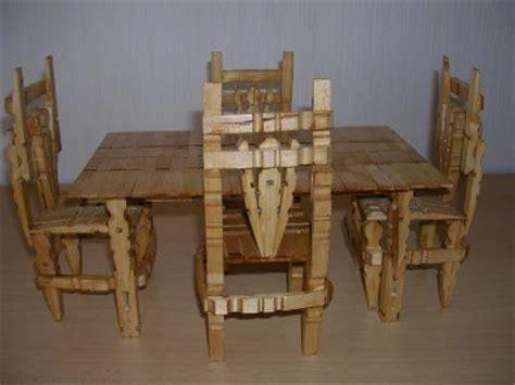 chaise en epingle a linge en bois une table et ses 4 chaises en pinces à linge mimi66720