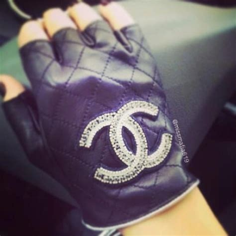 Gloves CHANEL Black size 8.5 inches in Leather Autumn
