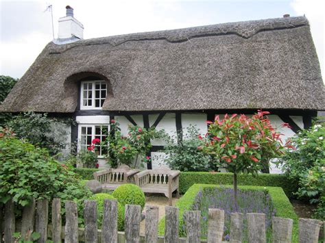 thatched cottage file thatched cottage knutsford jpg wikimedia commons