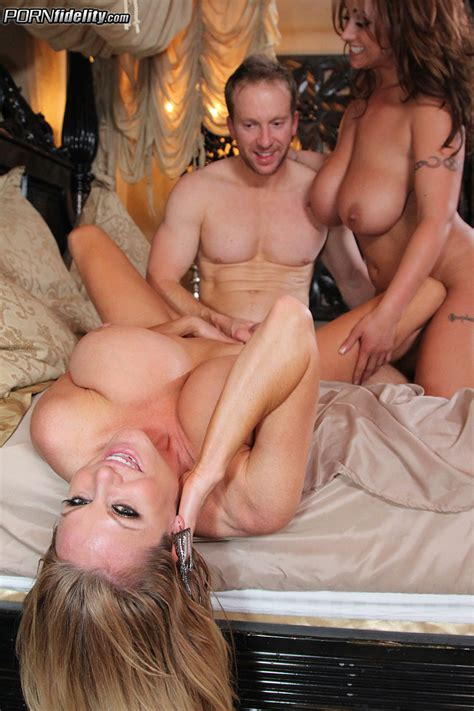 eva notty and kelly medison shag by a hard pole milf fox