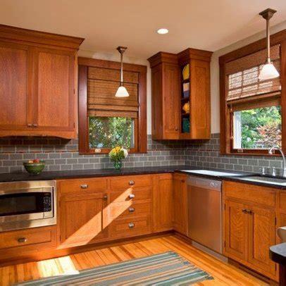 kitchen backsplash pictures with oak cabinets 1000 ideas about honey oak cabinets on oak