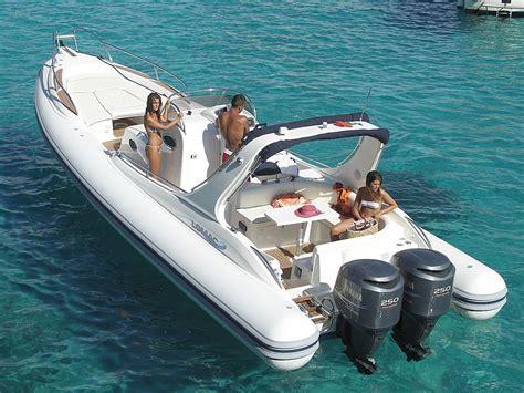 housse bateau semi rigide bateau pneumatique semi rigide avec cabine hors bord bi moteur avec bain de soleil roll bar 166414