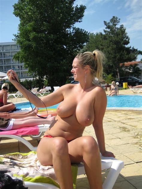 Titten strand grosse Große titten: